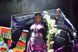 Lila Downs lleva al zócalo de la ciudad de México música y costumbres oaxaqueñas