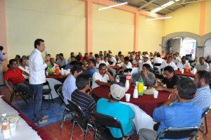 Se reúne Samy Gurrión con transportistas de Ocotlán