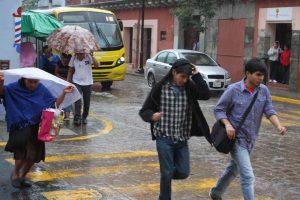 Ingreso de aire húmedo en el Océano Pacífico, provoca lluvias intensas en Oaxaca