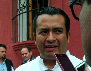 """Requiere IEEPO soluciones no """"mejórales"""": Moisés Robles"""