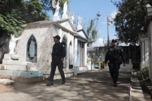 Prepara Seguridad Pública Municipal  dispositivo en panteones de la capital