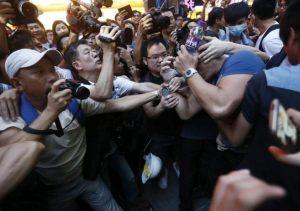 Se reanudan los enfrentamientos en Hong Kong tras un infructuoso diálogo