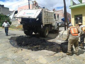 Continúa Ayuntamiento acciones de bacheo en calles de la capital