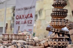 Tradición y sabor cautivan en la Feria del Molinillo, en Oaxaca de Juárez