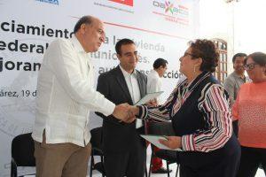 Cumple Javier Villacaña compromiso con trabajadores municipales; entrega apoyos para mejoramiento de vivienda
