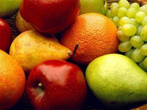 Comer dos frutas al día combate la depresión, revela estudio