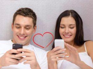Redes sociales benefician a la pareja: estudio