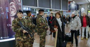 Francia interroga a niño que apoyó a terroristas