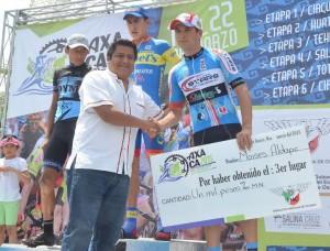 Coadyuva Jefte Méndez  en la vuelta ciclista internacional Oaxaca 2015