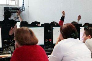 Examinan en Puebla a maestros de Oaxaca