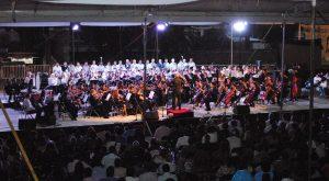 La Plaza de la Danza vibra con la interpretación de la orquesta y coros de la UNESCO, Esperanza Azteca y de la Ciudad