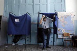 Votan griegos en referendo clave