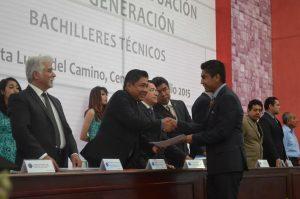 Edil Galdino Huerta atestigua graduación del alumnado del CBTis 123 de Santa Lucía del Camino