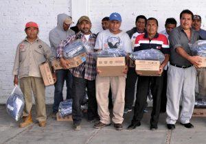 Gobierno de Xoxocotlán entrega uniformes a trabajadores del sindicato