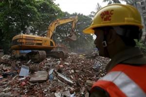 Mueren 12 en derrumbe en India