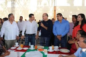 Encabezan director del INFONAVIT Alejandro Murat y Presidente Javier Villacaña reunión informativa con colonos