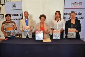 """Entrega Municipio de Oaxaca ejemplares del libro """"Porfirio Díaz, Místico de la Autoridad"""" a Bibliotecas Municipales"""