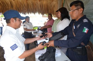 Entregan uniformes y equipo nuevo a elementos de Vialidad en Santa Lucía del Camino
