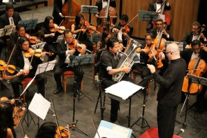 Toca Faustino Díaz con la Sinfónica de Oaxaca