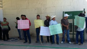 Protestan y cierran accesos en Ciudad Administrativa habitantes de Nexila Ejutla