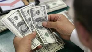 Banxico vende dólares para frenar la caída del peso mexicano