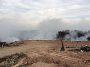 Continúa incendiándose el basurero de Matías Romero.