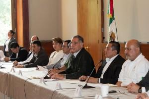 Convoca Gabino Cué a reforzar acciones conjuntas para enfrentar temporada de lluvias, ciclones y tormentas tropicales