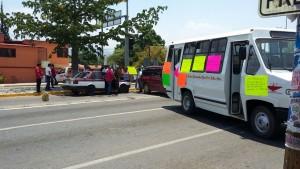 Revientan colonos contra Galdino Huerta; bloquean carretera Federal 190