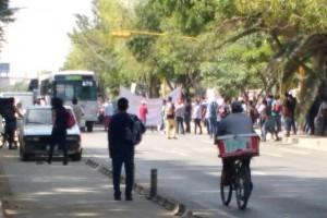 Acusan con protesta a UABJO de no entregar 12 mil becas económicas a estudiantes