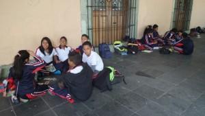 continuan-tomando-clases-en-el-palacio-de-gobierno-alumnos-de-la-escuela-andres-henestroza