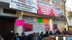 extienden-trabajadores-de-salud-protestas-ante-falta-de-respuestas-a-sus-demandas