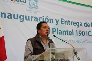 Director del ICAPET inaugura plantel en Tlaxiaco.