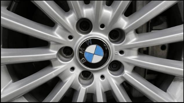 Trump amenaza a BMW con impuesto fronterizo a autos construidos en México