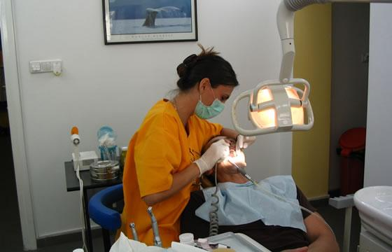 Cada vez más jóvenes mexicanos sufren pérdida de piezas dentales