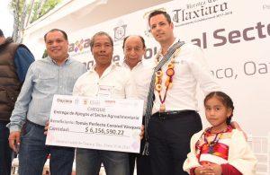 Entrega Murat más de 32 mdp en apoyos para el campo de la Mixteca