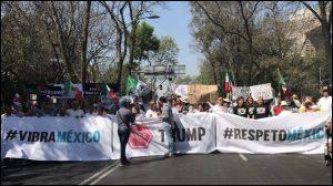 """Con el lema """"México unido, jamás será vencido"""" iniciaron marchas anti Trump"""