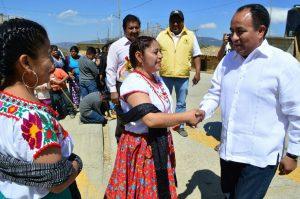 Sergio López Sánchez entrega resultados en Juxtlahuaca