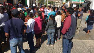 Imprudente profesor atropella a padres de familia en Xoxocotlán