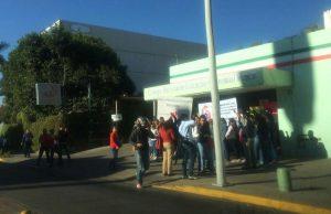 Trabajadores del CONALEP cierran sus oficinas para exigir atención a sus demandas