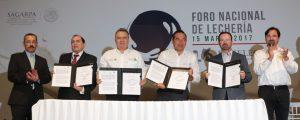 Sedesol y Liconsa ratifican compromiso con ganaderos
