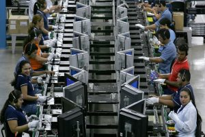 Actividad industrial México sube 0.1 % en febrero: INEGI