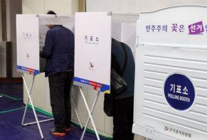 Surcoreanos votan para elegir a nuevo presidente con participación récord