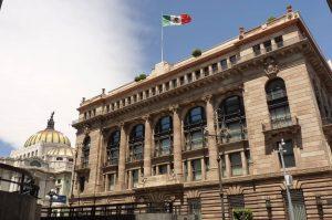 """Aumento en tasa, para evitar """"contagio"""" en alza de precios: Banxico."""