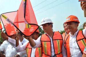 Impulsa gobierno de Alejandro Murat obras de infraestructura carretera en la Cuenca.