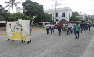 Se movilizan jóvenes en Juchitán contra directora del INJEO Miriam Caraveo.