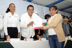 Atestigua Enrique Lira firma de convenio entre la SSPO y el IEBO