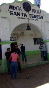 Exhiben y amarran a dos presuntos ladrones en Huajuapan de León
