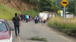 Bloqueos y manifestaciones no cesan en Oaxaca