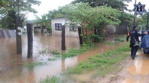 """Despliegan Plan Estatal de Auxilio a la Población por desbordamiento del arroyo """"El Zapote"""" en Tuxtepec"""