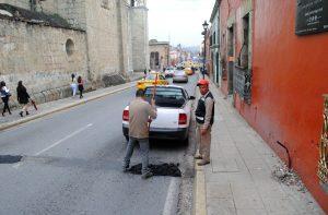 Plan Emergente de Bacheo atiende calles del centro histórico